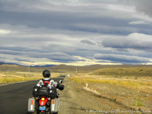Motorcyclist looking out on the Ruta 40 in Argentina
