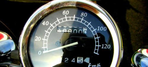 Odometer at 10,000 kilometers traveled.