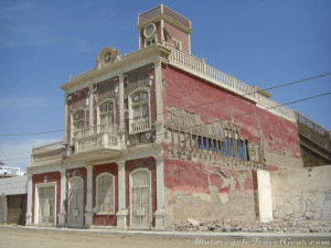 Quake-damaged building in Pisco.
